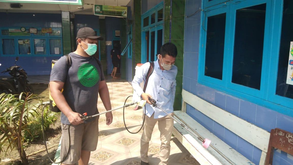 DPC ISRI Lamongan gelar penyemprotan desinfektan untuk mencegah sebaran virus corona, Rabu, 25/03/2020. (Makhrus/SJ Foto)